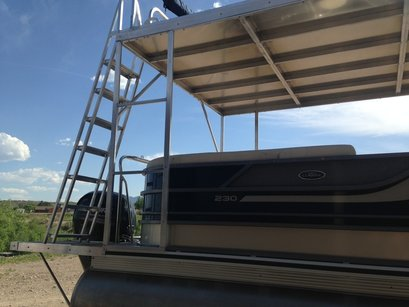 sturdy upper deck for pontoon boat